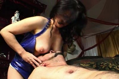 Amateur bottom freak0. This dude is in heaven as an amateur anus princess drops her big large anus right on his face